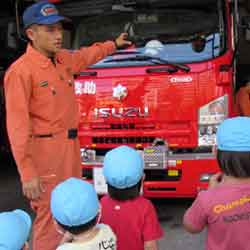 消防署へ行って消防車を間近で見た時の写真