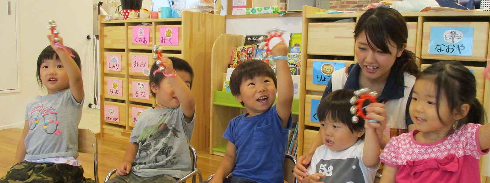 設定保育で楽しそうに遊ぶ子どもたち